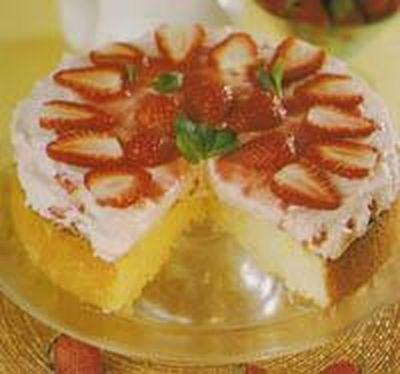 Çilekli Kremalı Pasta Tarifi Cilek-kremali-pasta